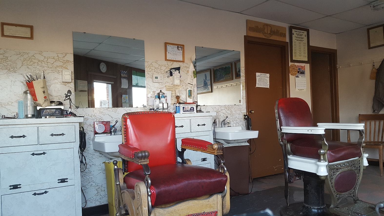 ned s barber shop Sir ned's has operated from a storefront at 206 marquette for almost the entire five decades niedzwiecki has plied his trade he bought the business, the former frank's barber shop, 47 years ago.